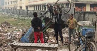 नगरपंचायत सिंगाही में नौनिहालों से कचड़ा ढुलवाने का वीडियो हुआ वायरल