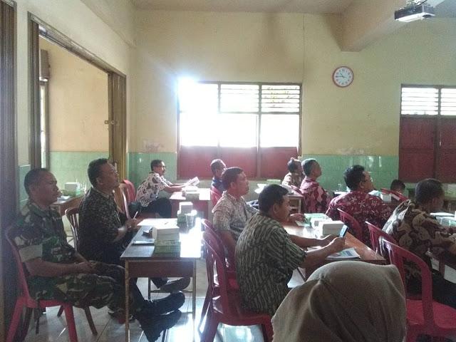Babinsa Kampung Sewu Hadiri Rembug Warga di Kantor Kelurahan