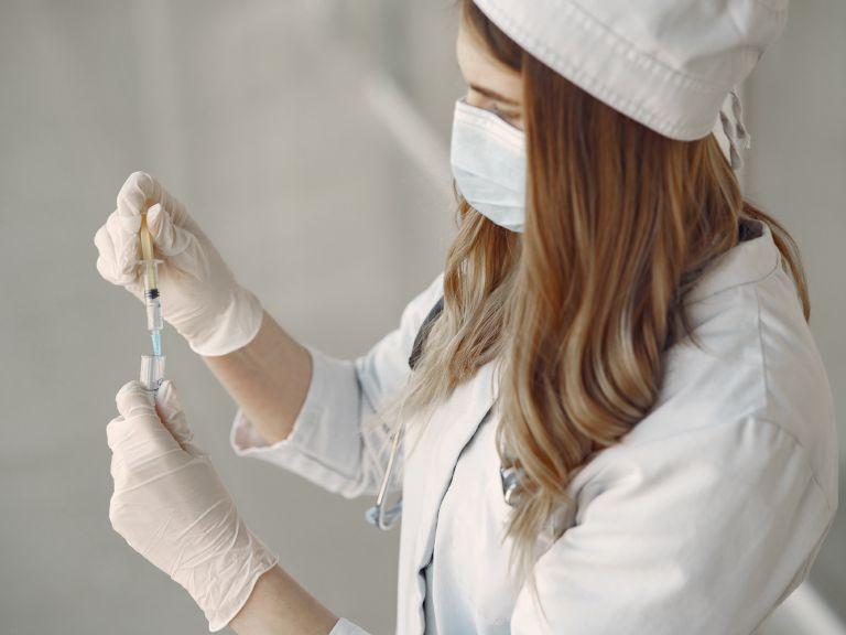 Κορονοϊός: Ξεκίνησε η παραγωγή του εμβολίου κατά του ιού η Ρωσία