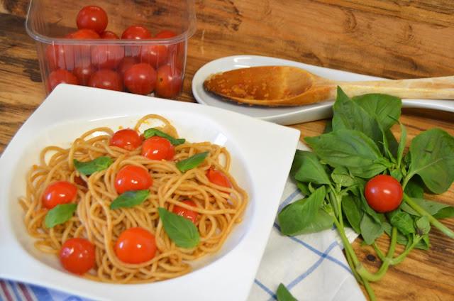 como hacer espaguetis integrales, como preparar espaguetis integrales, espaguetis integrales con tomates cherry y albahaca, espaguetis integrales recetas, recetas espaguetis integrales, las delicias de mayte,