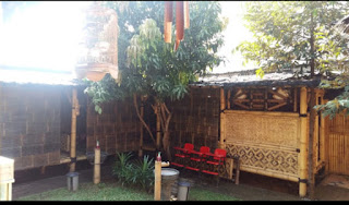Warung Makan Bernuansa Gazebo dan Bambu