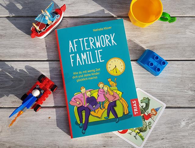 """Rituale, Routinen und richtig viel Humor: Nathalie Klüvers neues Buch """"Afterwork Familie"""". Ich stelle Euch den tollen Familien-Ratgeber vor, in dem Ihr erfahrt, wie auch mit wenig Zeit ein erfülltes und entspanntes Familienleben mit Kindern möglich ist."""