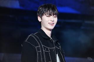 Foto cute Hwang Minhyun saat tersenyum