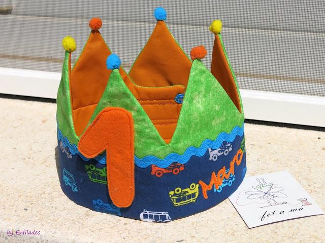 Corona d'aniversari de roba amb nom_Enfilades.cat