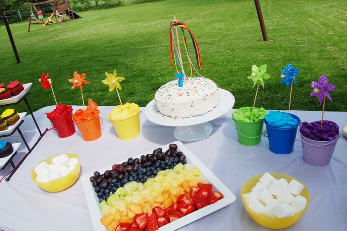 Rainbow Birthday Party desserts - via BirdsParty.com