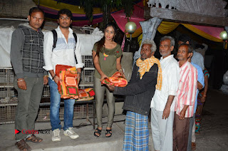 Actress Sri reddy (apthatrust director) Distrubuted Blankets for Orphans at Sai Baba Temple  0023.JPG