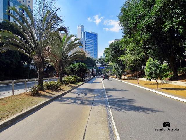 Vista ampla de trecho da Avenida 9 de Julho - Bela Vista - São Paulo