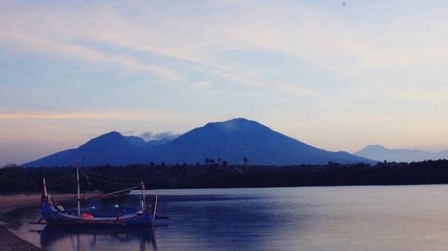 Gambar pesona keindahan Pantai Bilik, Selat Madura, Jawa Timur