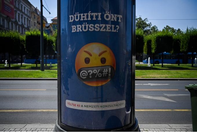 """Na most lehet röhögcsélni a """"Brüsszeles"""" plakátokon ellenzéki pszichopaták"""