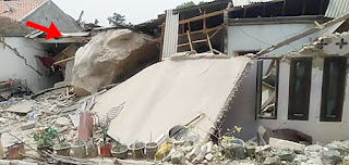 Viral Video Rumah Rusak Dilanda Hujan Batu di Purwakarta