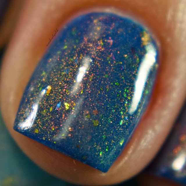 sassy-cats-lacquer-ocean-wildfires-topper-blue-base-macro