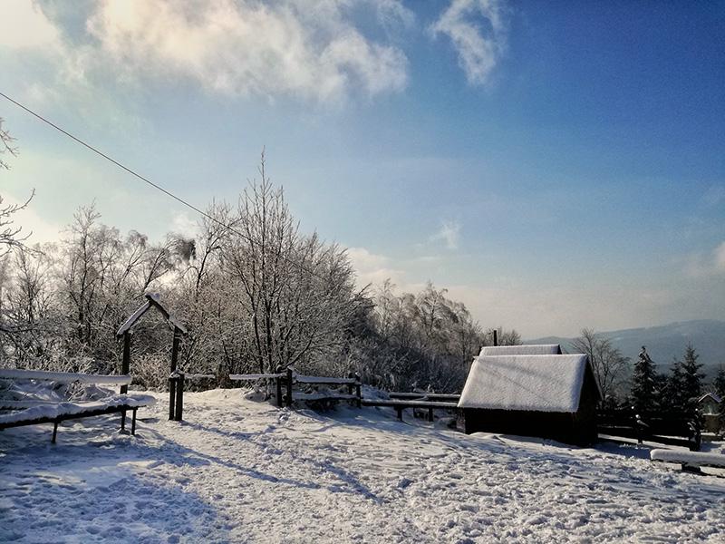 schronisko na Kudłczach zimą