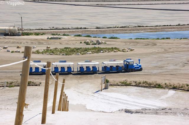 Il trenino è una delle alternative alla visita delle Saline di Aigues Mortes