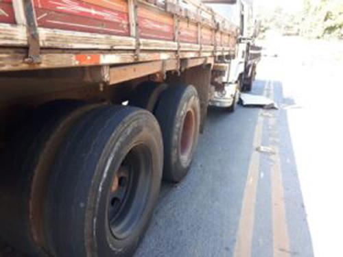 Senador Canedo: Homem morre ao ser prensado por caminhões em ponte