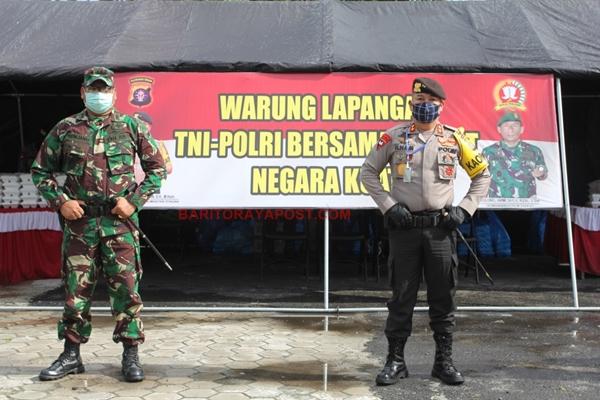 Polda Kalteng Bersama TNI Dirikan Warung Lapangan dan Bagikan 2000 Nasi Kotak ke Masyarakat