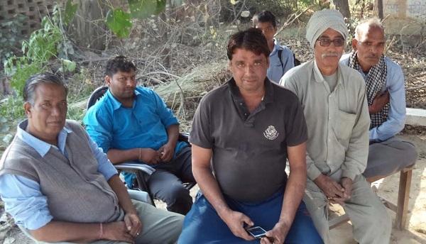 नोटबंदी का समर्थन कर रहे हैं किसान लेकिन गेहूं बेंच ला रहे हैं सामान