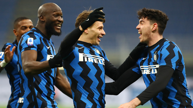Inter Milan players celebrating after beating Juventus in the Serie A
