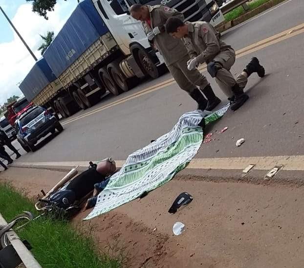 TRAGÉDIA: Motociclista morre esmagado por carreta na BR 364
