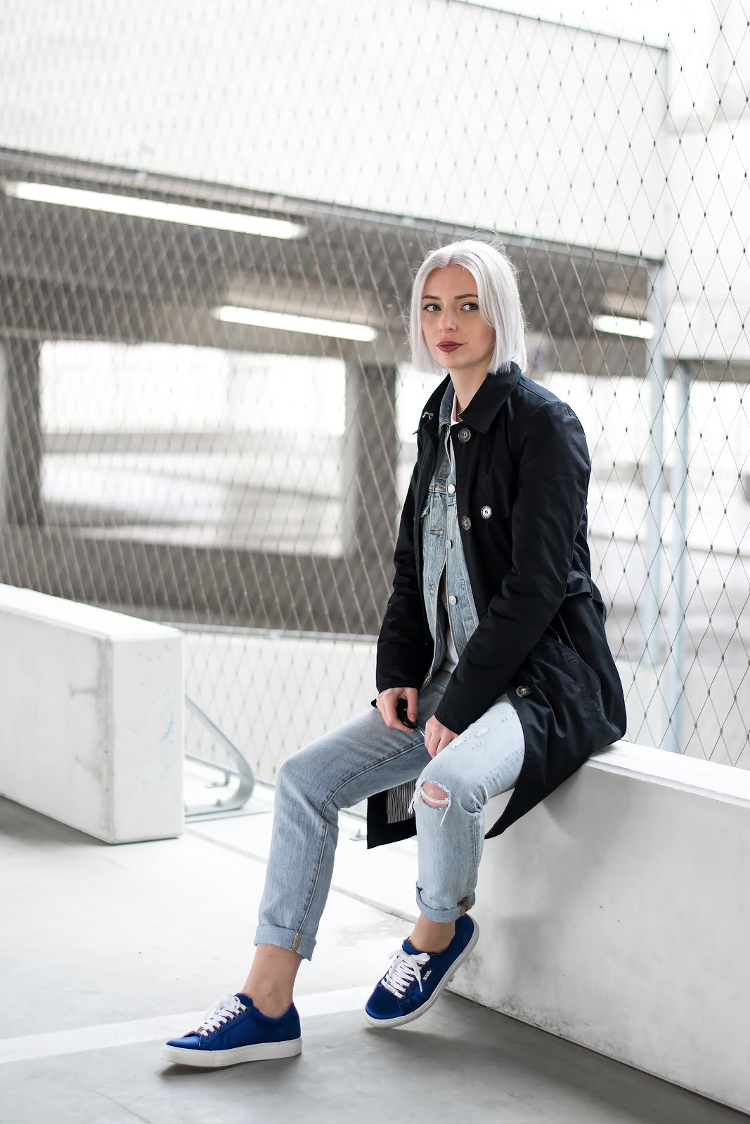 Black trenchcoat, s.oliver, levi's denim jacket, ex boyfriend, trucker jacket, levi's 501 skinny jeans, karl lagerfeld sneakers