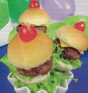 Mini-hambúrguer no palito