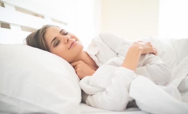 مشروبات طبيعية تساعدك على النوم وعلاج الأرق الليلي بسهولة