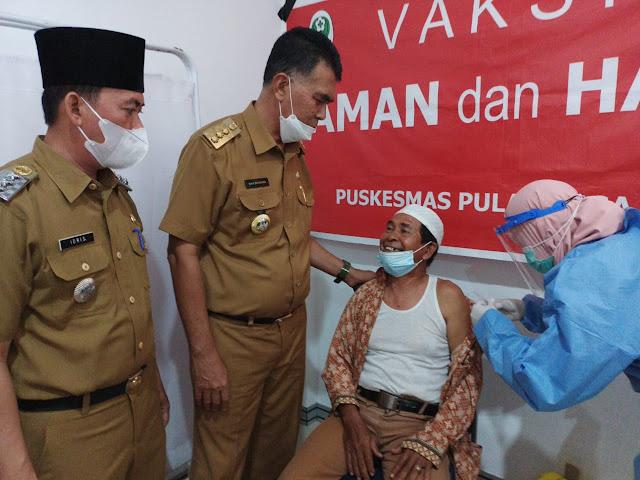 Bupati Natuna Resmikan Kantor Camat Pulau Tiga Barat dan Meninjau Pelaksanaan Vaksinasi