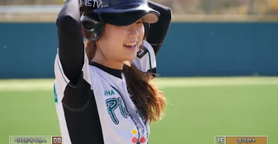 Ewha Play Girls scramble! Korea Women 's Baseball Championship.
