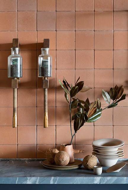ilariafatone.com détail de cuisine habillée en briques