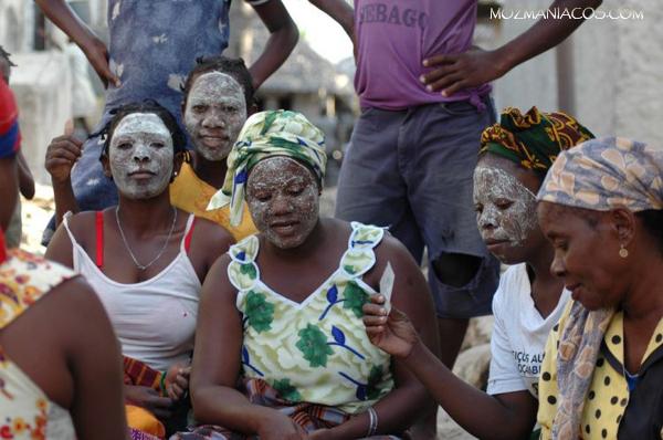 Mulher e Mussiro - Nampula