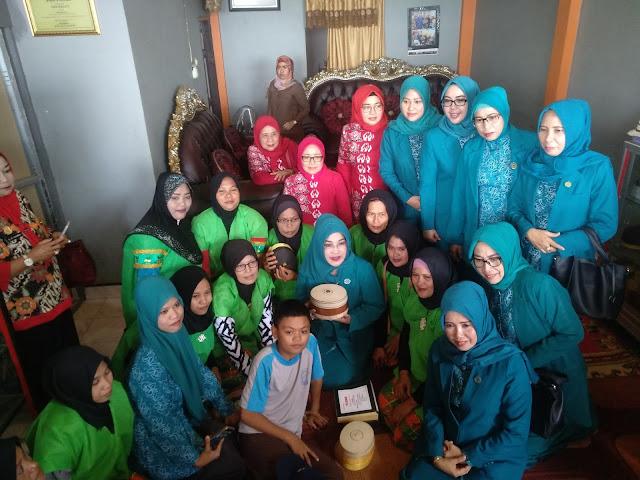 Begini Upaya Ketua Dekranasda Bone Sejahterakan Perajin Songko Recca
