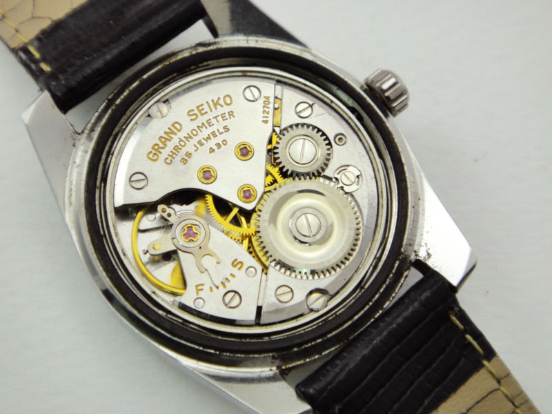 With respect to their crowns, a rule-of-thumb allowing the quick  identification of otherwise essentially identical pieces is that the 43999  has a ...