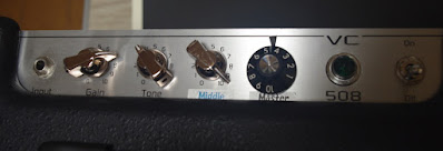 from left to right, input, gain, tone, middle and master
