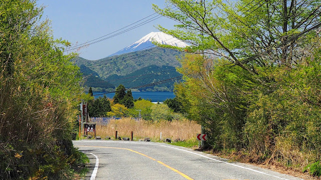 湯河原から椿ラインで大観山に上り芦ノ湖へ。芦ノ湖から仙石原へ抜け長尾峠を越えて御殿場まで走るサイクリングコース