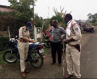 लेडी सिंघम ने पकड़े वाहन काटे चालान दी समझाईश