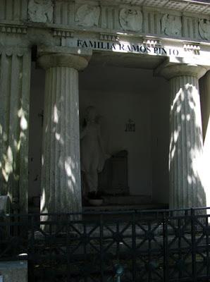Túmulo da família Ramos PInto