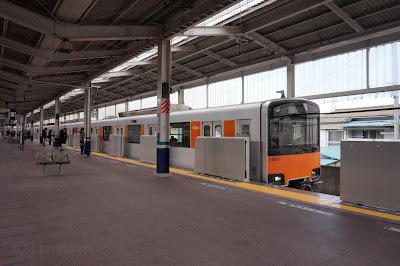 東上線和光市駅に到着する東武鉄道50000系51001F