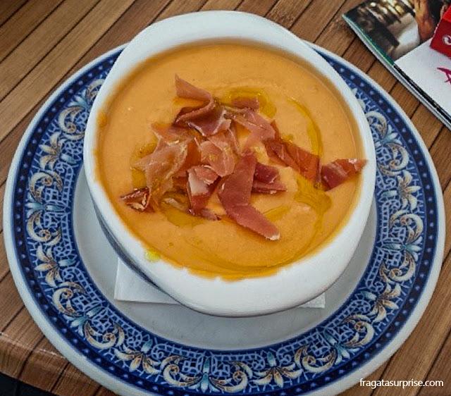 Prato típico da Andaluzia: salmorejo