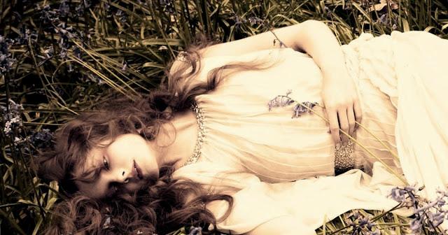 Perfume_y_vela_de_noche_Thierry_Mugler