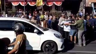 """Viral di Media, Polisi Ancam Tembak Para Guru di Garut, """"Anjing Saya Tembak Kamu!"""""""