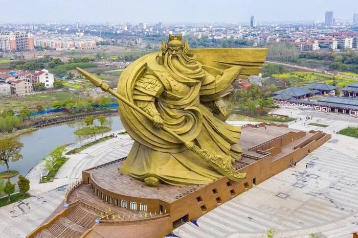 Bức tượng Quan Văn Trường(Quan Vũ) ở Kinh Châu - Trung Quốc