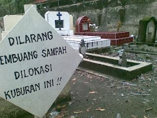 Arti Mimpi Melihat Kuburan Di Depan Rumah