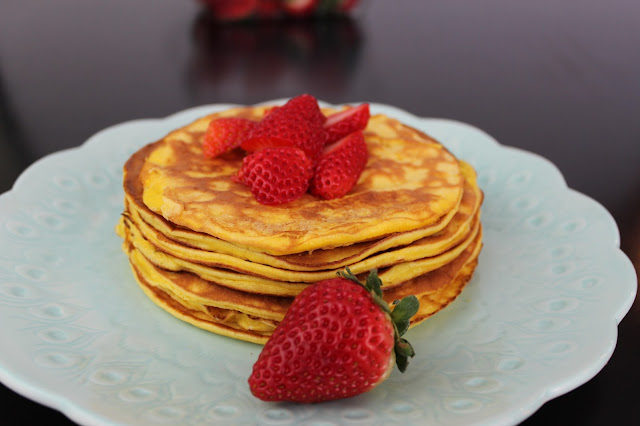 Sugar-Free Strawberry Cheesecake Pancakes