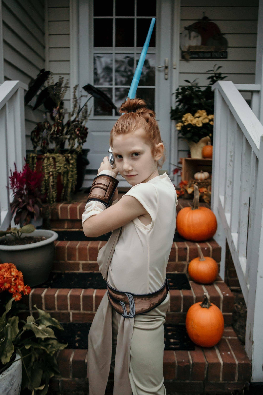Rey from Star Wars :「スター・ウォーズ」のレイのコスプレがお似合いのキュートな女の子💗