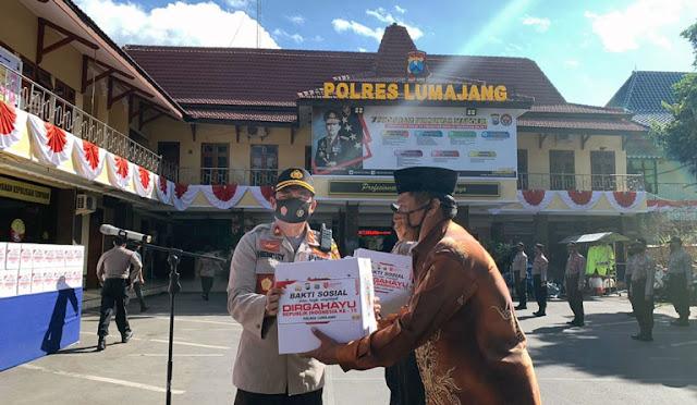 Peringati HUT RI ke-75, Polres Lumajang Bagikan Ratusan Paket Sembako