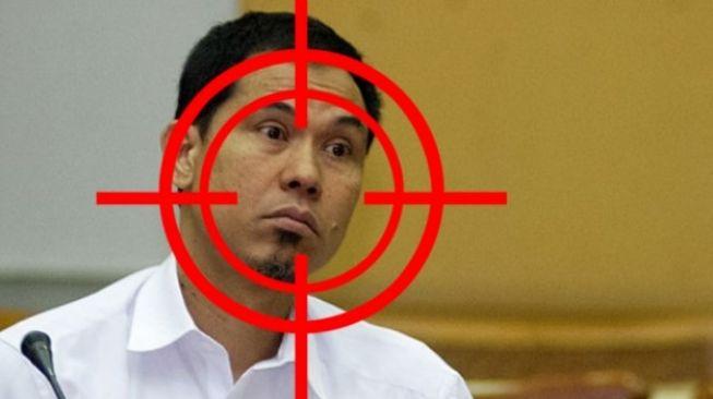 Heboh 'Teror' Kaleng Bertuliskan FPI Munarman, Kubu Habib Rizieq: Gak Sekalian Pakai Spanduk Gitu Biar Manteb?