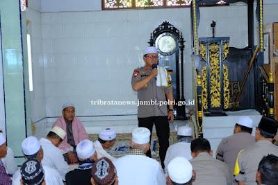 Kembali Kapolda Jambi Laksanakan Jumling Ke Masjid Rahmatullah Kecamatan Mersam Kabupaten Batanghari