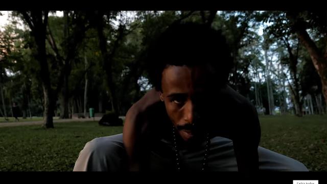 Num remix da musica G.O.M.D do J. Cole, Nego Max enaltasse a africa e a nossa ascendência africana