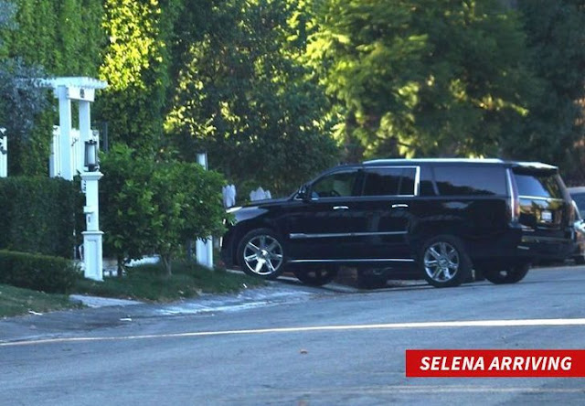 Exes Justin Bieber & Selena Gomez hang out together at her place (photos)