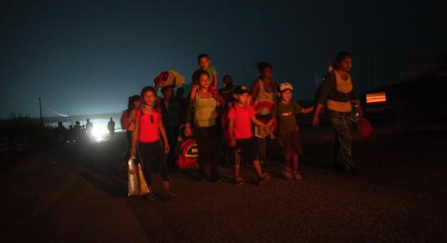 Migrant caravan halts after report of abducted child