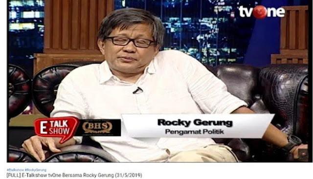 Dua Pembawa Acara Dibuat Terbahak saat Melihat Isi Kantong Celana dari Rocky Gerung